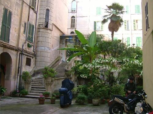 Palazzo_di_via_appia_nuova